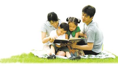 他们对孩子的关爱,显示了父亲在孩子成长过程