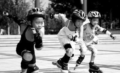 儿童学轮滑装备是关键