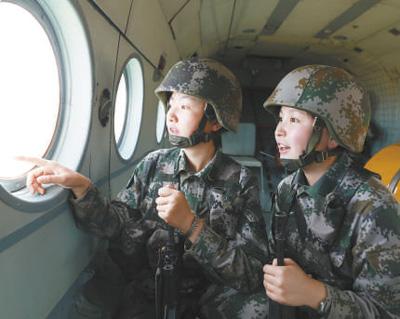 帕米尔高原女兵首次空中巡逻(定格)