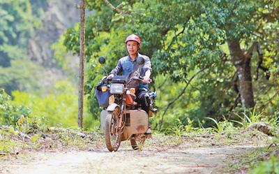 骑着摩托扶贫去(扶贫印记)