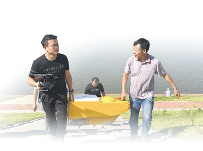 民间河长助力河湖管护(人民眼·生态文明建设)
