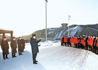 习近平在北京河北考察并主持召开北京2022年冬奥会和冬残奥会筹办工作汇报会时强调