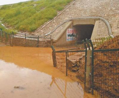 涵洞积水,村民进出受阻(身边事)