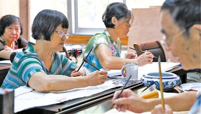 老年大学惠及更多老年人(消费视窗·加快培育新型消费①)