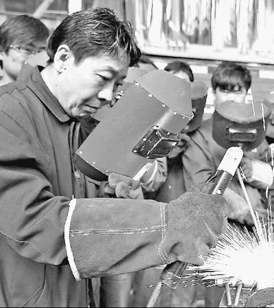 身边的感动:独手焊侠卢仁峰 - 张老二 - 我的博客