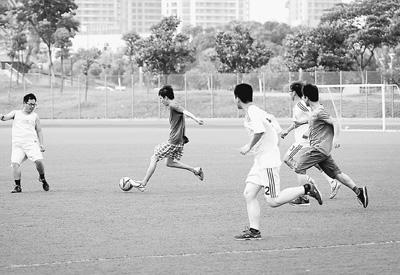 毕业前夕的足球告别赛.