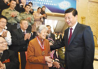 她是老将军甘祖昌同志的夫人