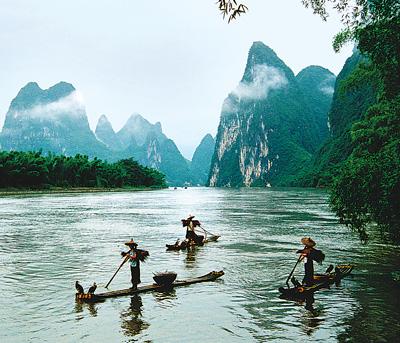 船在青峰顶上行 果然佳胜在兴坪(美丽中国·寻找最美乡村·醉爱渔村②) - 人在上海    - 中国新闻画报
