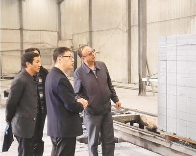 西宁市督导组赴大通县青海永晟新型建材公司了解生产经营状况.