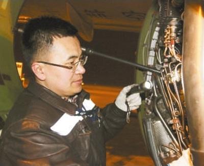 """人民日报:【我为春节忙】飞机""""体检师""""的一天"""
