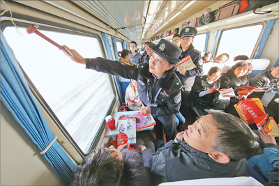 铁警登车说安全