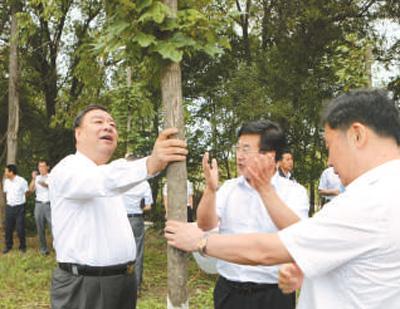 人民日报:【融两会・讲述】为务林人解忧 保大森林永驻