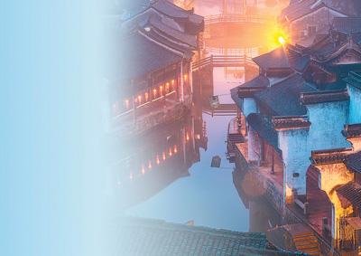 留住江南烟雨 刘 龙 俞大庆 李国琴摄影报道 《 人民日报 》( 2017年04月08日   05 版)             浙江省德清县新市镇,有浓郁的民俗文化和商贸文化,其商贸文化从时间可上溯到两晋,尤其是丝绸贸易,是中国古代丝绸之路的发源地之一。    新市镇内古建筑群众多,现存古镇区总面积约2平方公里。    人杰地灵的新市镇,曾孕育了一大批历史文化名人。漫步古镇中,你会在不经意间敲开清代名画家沈铨、近代电机工业之父钟兆琳的故居大门,或走进童润夫纪念馆、胡氏陈列馆,了解他们与新市 - weicuibai65 - 雕龙绣凤