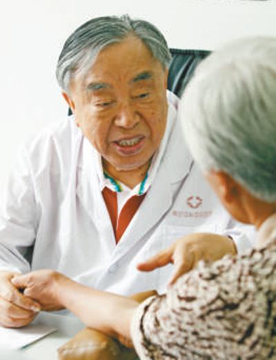"""九十五岁国医张琪 """"只要还能动,我就要出诊"""""""