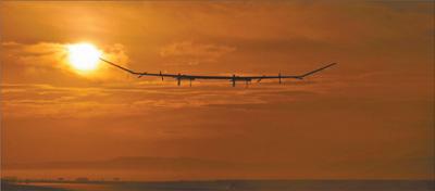 太阳能无人机成功完成临近空间试飞 两万米高空炫彩虹