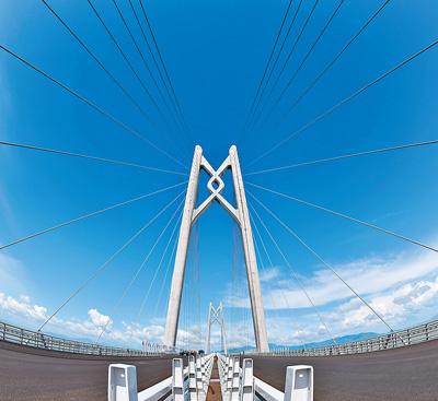 世界最长跨海大桥港珠澳大桥主体工程全线贯通