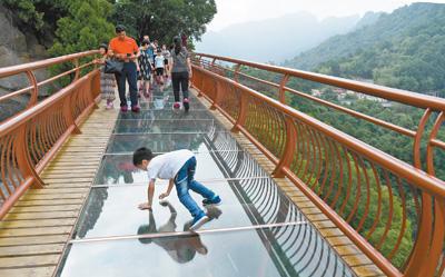 陕西少华山国家森林公园:小栈道 游人多
