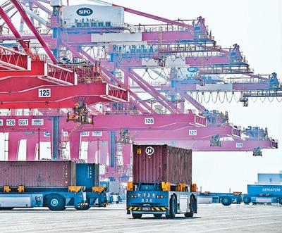 全球最大自动化码头建设正酣