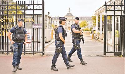 巴黎郊区发生车辆冲撞军人事件死神剧场版4下载