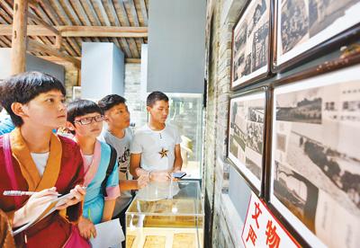 西藏班学生参观抗日战争纪念馆