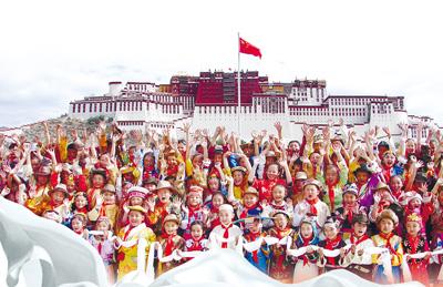 和谐之花这样绽放:西藏群众安全感满意度连年超过98%