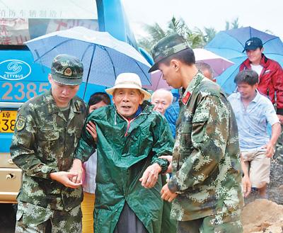 """多地全力防御台风""""卡努"""" 粤琼闽10余万群众提前安全转移"""