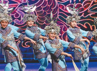 近日,大型歌舞诗《多彩和鸣》在上海大剧院上演