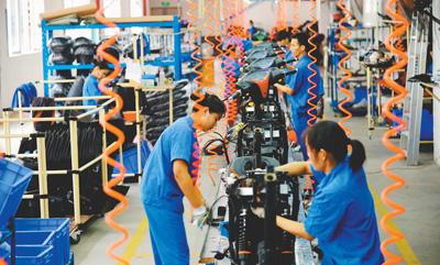 2000年东盟经济总量_东盟经济发展(2)