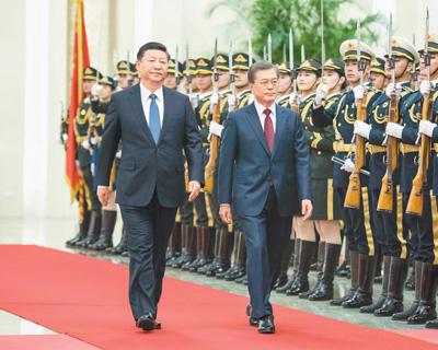 国家主席习近平会见韩国总统文在寅,确保中韩关系稳定发展
