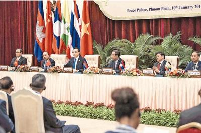 李克强同湄公河五国领导人共同会见记者