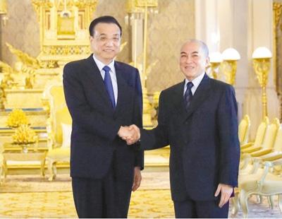 李克强会见柬埔寨国王西哈莫尼
