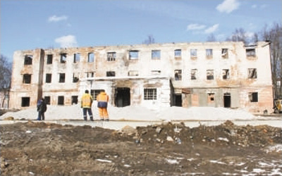 """中国建筑在俄罗斯""""圈粉""""垃圾桶打一成语"""