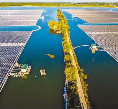 4月19日,安徽省淮北市濉溪县南坪镇采煤塌陷区水域上,总装机容量为