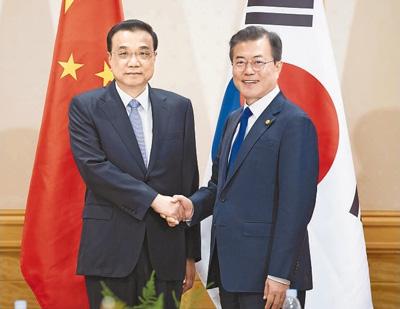 李克强会见韩国总统文在寅
