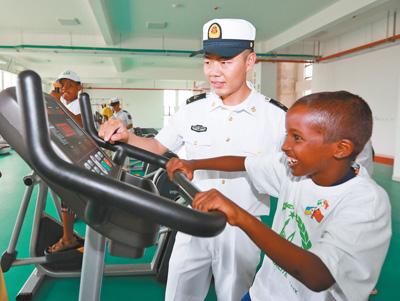 吉布提百余名小学生走进中国人民解放军驻吉布提保障基地参观见学