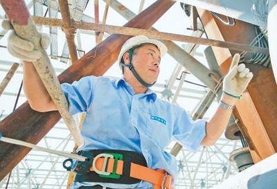 中建钢构吊装工程师胡从柱:万吨钢结构 吊装零误差