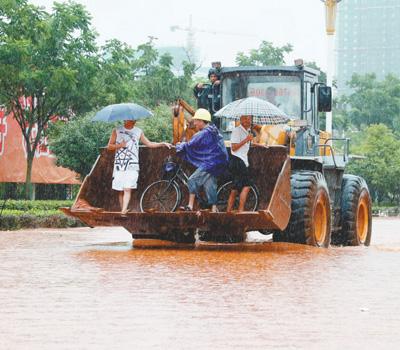 """逢雨必涝 城市如何才能不""""看海"""""""