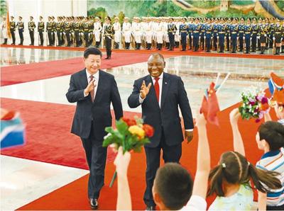 习近平同南非总统拉马福萨会谈