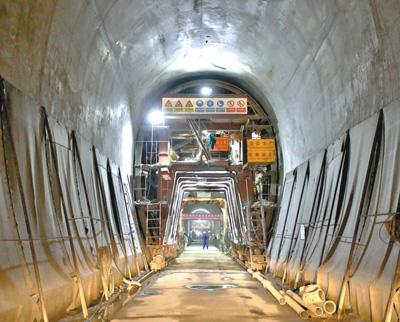 东非最长铁路隧道在肯尼亚贯通