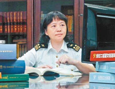"""广州海关专家甘露:从军校教员到世界海关组织""""把槌人"""""""