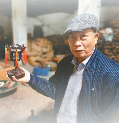 广东非遗传承人罗昭亮用坚守点亮红木宫灯(非遗年集·灯彩)