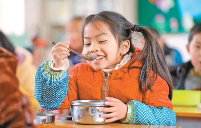 村里娃吃上免费午餐
