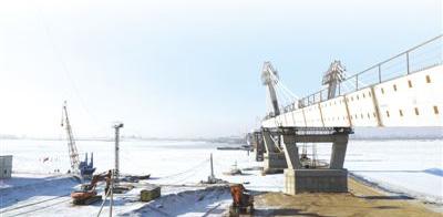 """""""打造一座通向繁荣的大桥""""(记者观察)"""