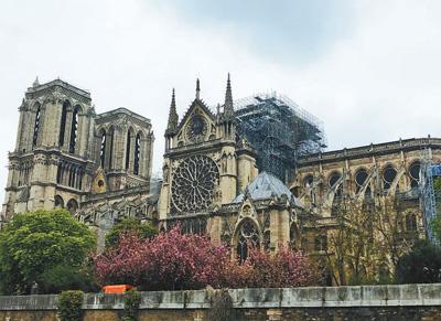 巴黎圣母院修复工作面临多重挑战 预计修复时间需要8—10年
