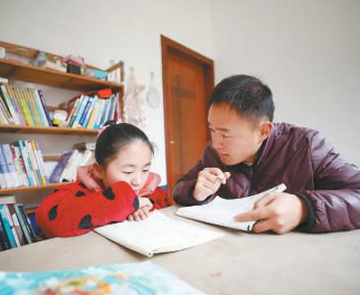 湖北巴东县志愿支教教师袁辉:帮山村孩子快乐成长