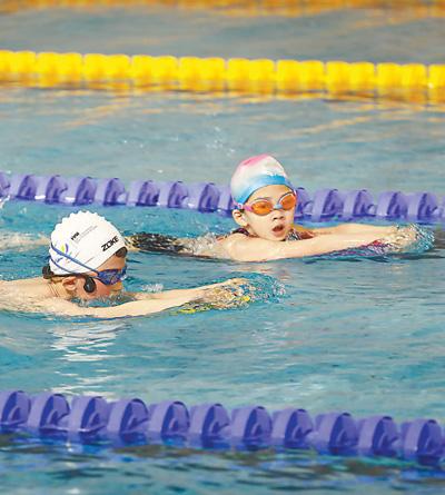 在杭州,孩子学游泳成为时尚,孩子进游泳队成为骄傲。
