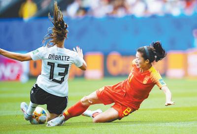 世界杯首场小组赛惜败 中国女足踢出了精气神