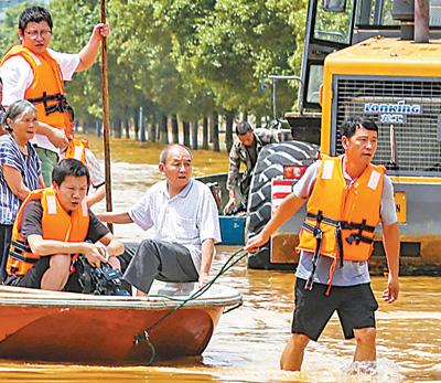 南方暴雨持续各地救援有序
