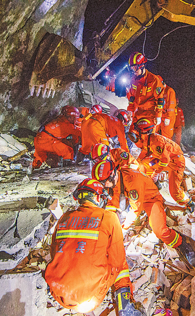 多部门开展四川长宁地震救援工作
