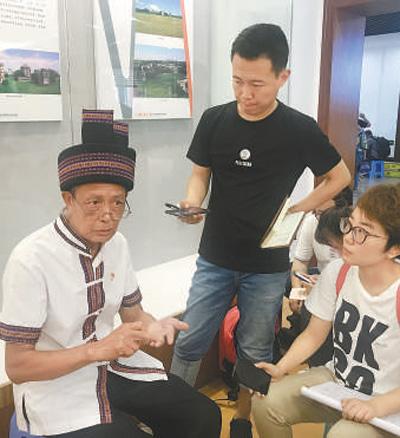 瑶族村民用草药为红军疗伤(壮丽70年奋斗新时代·记者再走长征路)